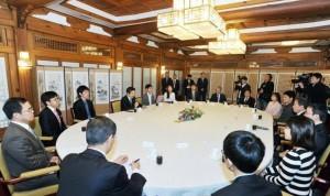 Премьер-министр Кореи проводит заседание после матча Ли Седоля с AlphaGo
